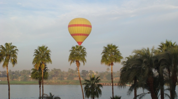 http://chrisandsusanbeesley.com/wp-content/uploads/2011/02/Balloon-Egypt.jpg